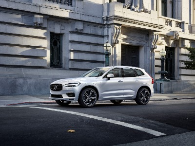 2.0 T5 [250] Momentum 5dr AWD Geartronic